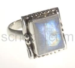 Ring mit Mondstein, rechteckig