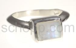 Ring mit kleinem Mondstein, rechteckig