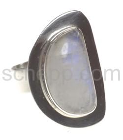 Ring mit Mondstein, halbmondförmig