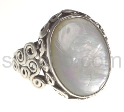 Ring with moonstone, oval
