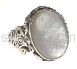 Ring mit Mondstein, oval