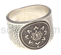 Ring mit Aztekenkalender