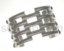 Armspange aus flachen Silberdrahtstücken
