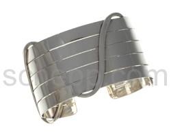 Armspange, mit Silberdraht umwickelt