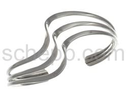 Armspange aus flachem Silberdraht, gedreht