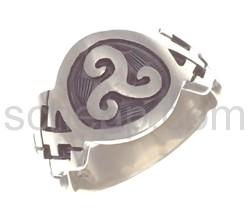 Ring mit keltischem Knotenmuster und Triskele