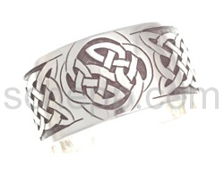 Bangle with Celtic knot design