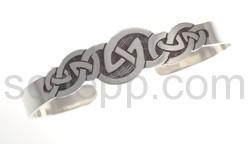 Armspange mit keltischem Knoten-Motiv