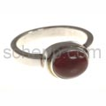 Ring with garnet, oval