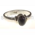 Ring mit kleinem Onyx, oval