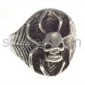 Ring, Totenkopf-Spinne im Netz