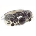 Ring, 2 Totenköpfe mit Onyx